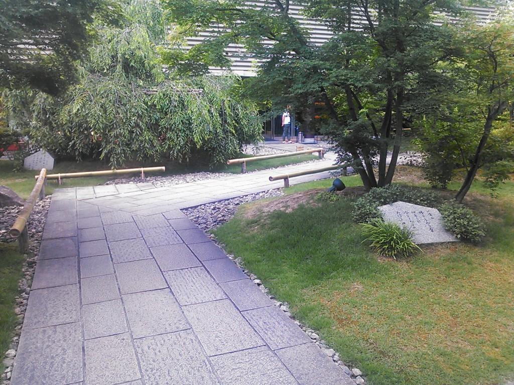 小倉山荘の入り口までの通路