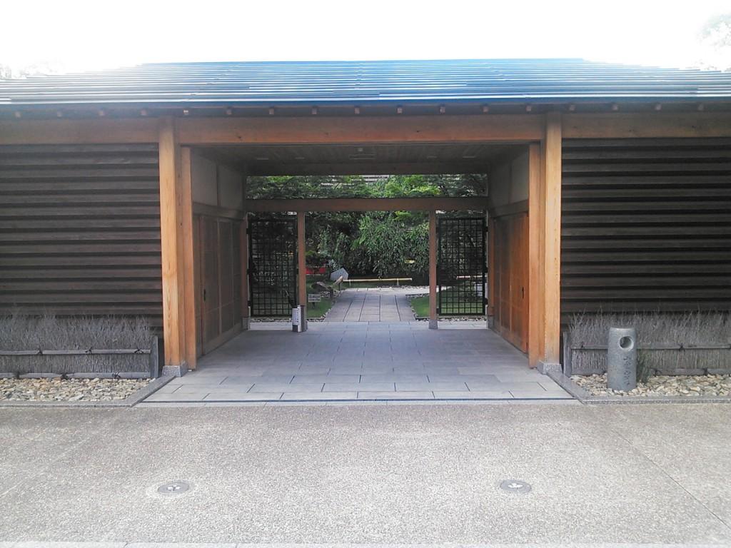 小倉山荘の門