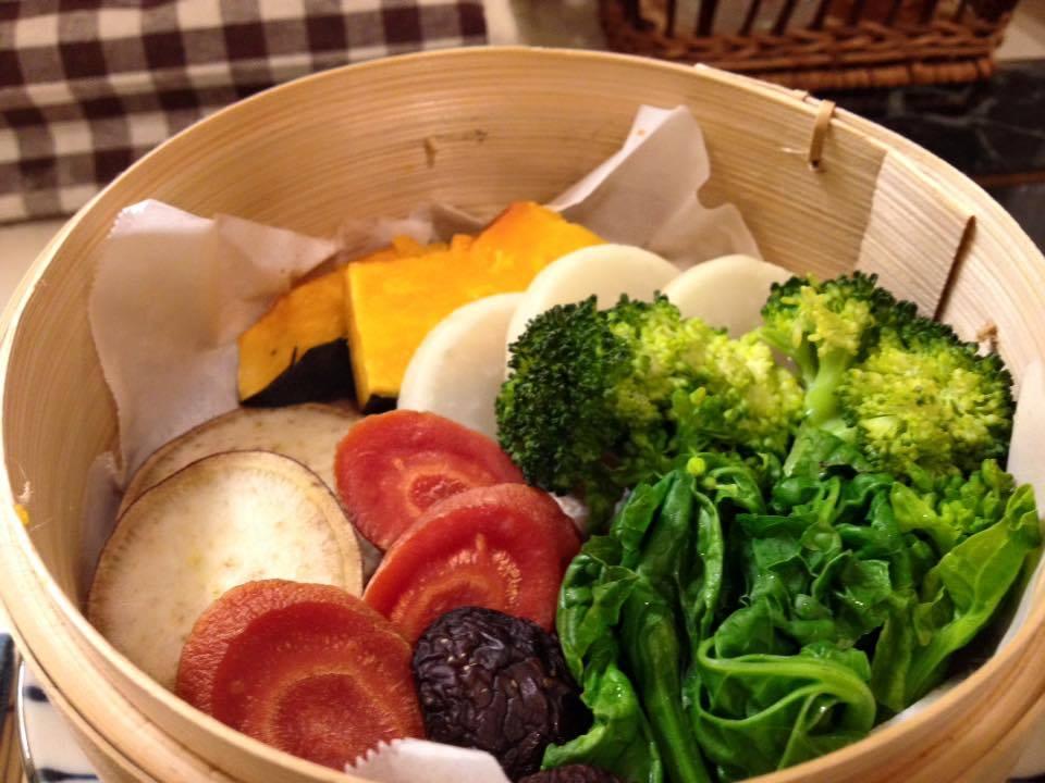 野菜のせいろ蒸し!たっぷりの野菜に秘密の寒天をつけてお召し上がり頂きます!