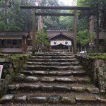 山の中にある元伊勢神社。 山道を500m位上がると手水舎が見えてきます。