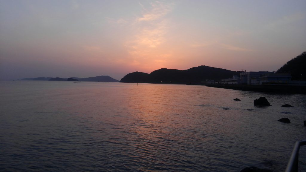 神宮案内はいつも日の出から始まります。 これも風水的な理由があっての事なんです。 この場所で日の出が見れると眠気なんてふっとんじゃいますよ。