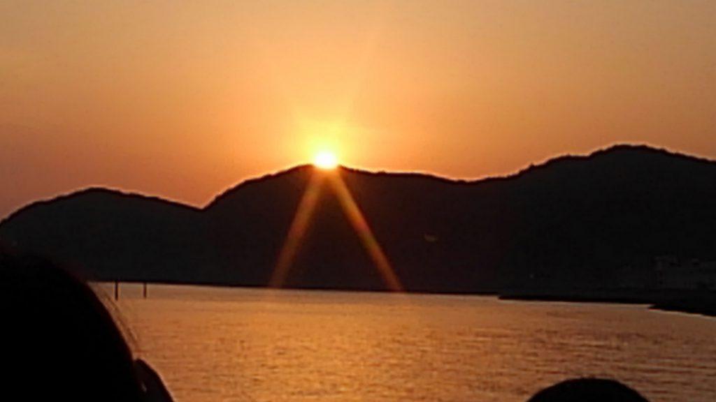 どんどん上がってくる日の出。生で見ると迫力が違いますし、与えてくれるエネルギーも半端じゃないです。