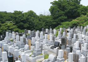 お墓造りは風水師の大切な仕事。最近は陰宅(お墓)をさわる風水師がかなり少なくなったみたいですが、陽宅(一般住宅)よりも影響力が強いと言われています。