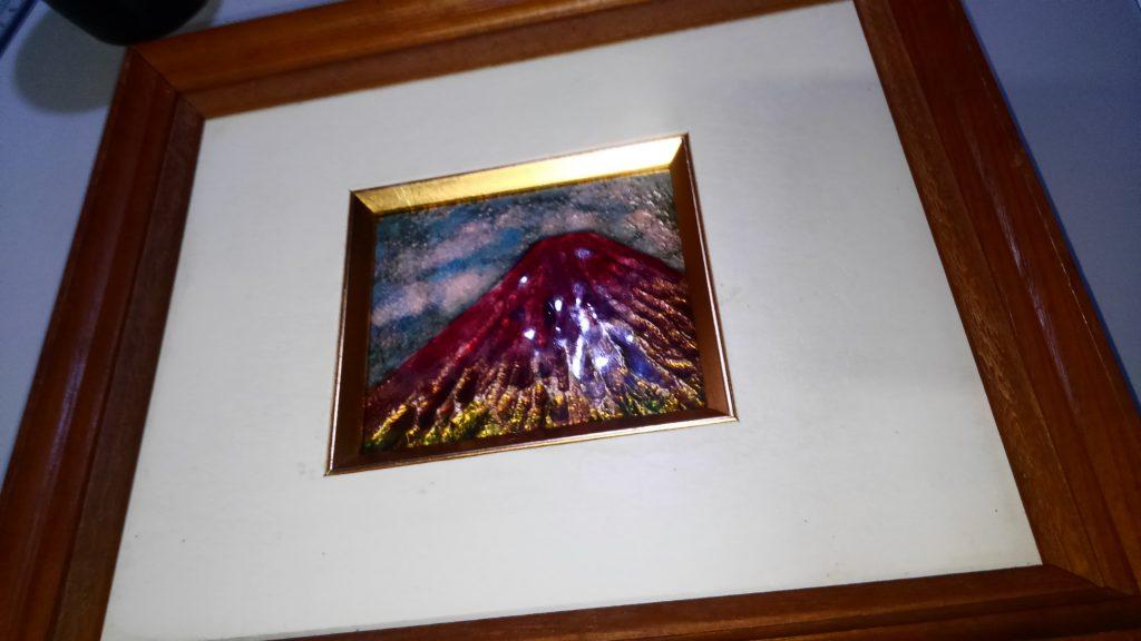 これは私の祖母が作った七宝焼きの赤富士。 教室の坐に飾ろうと思います!