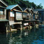 京都府伊根町の舟屋。 漁師さんが仕事として使う分には良いかも知れませんが風水的にはNG。