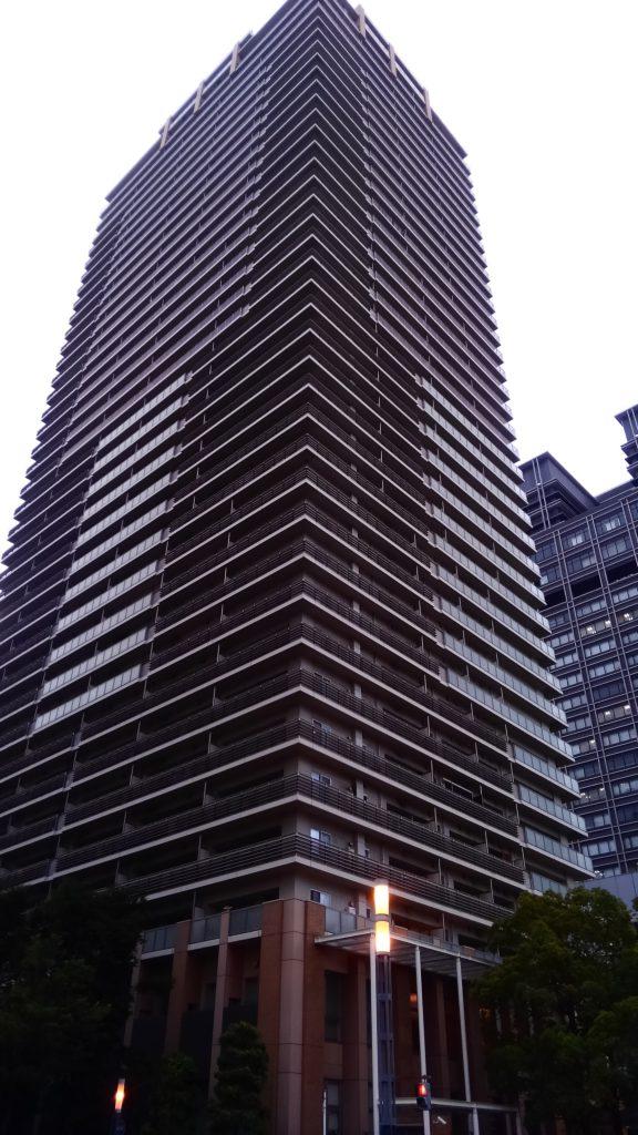 都会で良く見かける風水。 構造上、仕方が無いかも知れませんが・・・。壁刀殺。